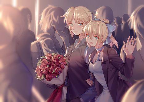 Обои Saber / Сабер и Yorukun с букетом в толпе людей из аниме Fate / stay night / Судьба: Ночь Прибытия / Fate Apocrypha