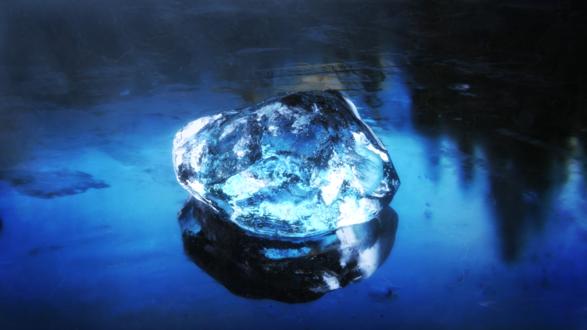 Обои Кусочек льда в макросъемке