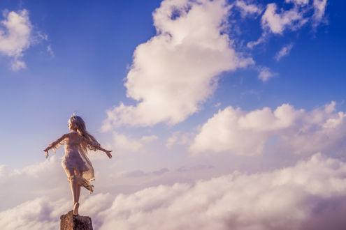 Обои Девочка-кукла стоит на фоне облачного неба, by AZURE