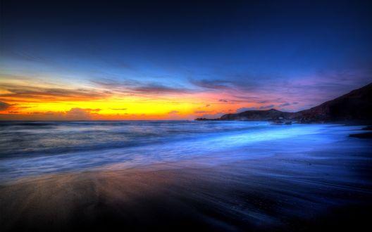 Обои Морские волны набегают на берег