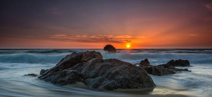 Обои Заходящее солнце над морем