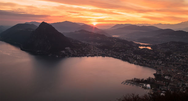 Обои Большой закат в Lugano, Southern switzerland / Лугано, Южная Швейцария, фотограф Alex Polli