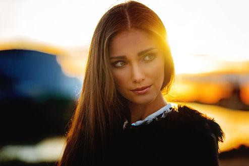 Обои Симпатичная девушка в солнечном свете, фотограф Mark Prinz
