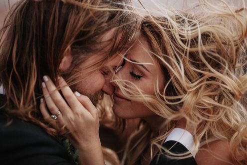 Обои Влюбленные девушка и парень, by Jordan Voth