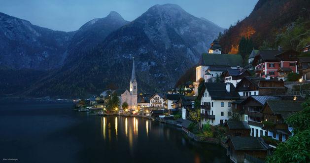 Обои Дождливый вечер в знаменитом Hallstatt / Халльстатте, Austria / Австрия, фотограф Kilian SchГ¶nberger