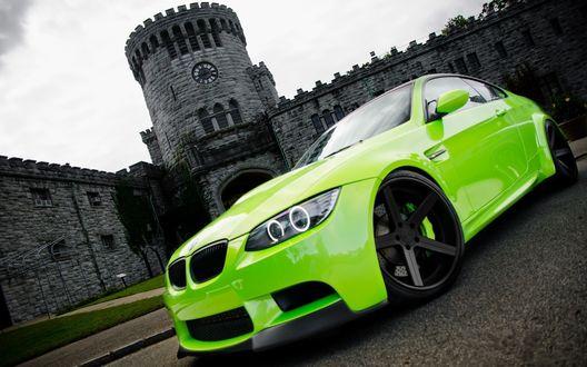 Обои Зеленый BMW на фоне крепости