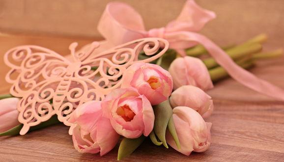 Обои Букет розовых тюльпанов, перевязанный бантиком