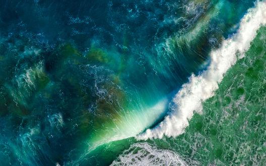 Обои Накатывающие волны океана
