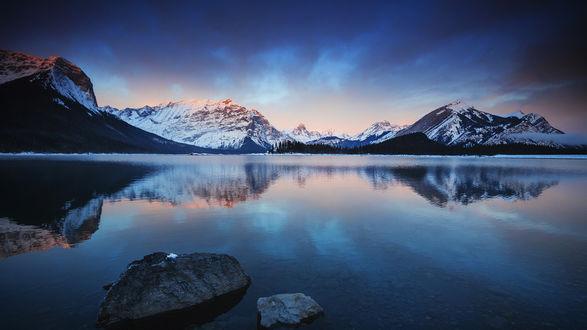 Обои Горное озеро в предрассветных сумерках