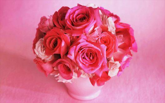 Обои Букет розовых роз в вазочке