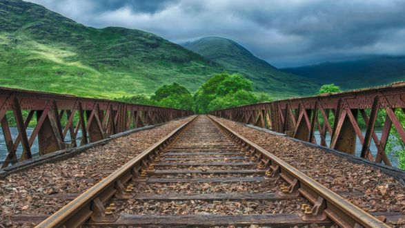 Обои Железная дорога ведущая к сопкам, под пасмурным небом, автор Tama66