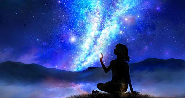 Обои Девушка пытается потрогать звезды, сидя в траве на фоне ночного неба и млечного пути, by 00