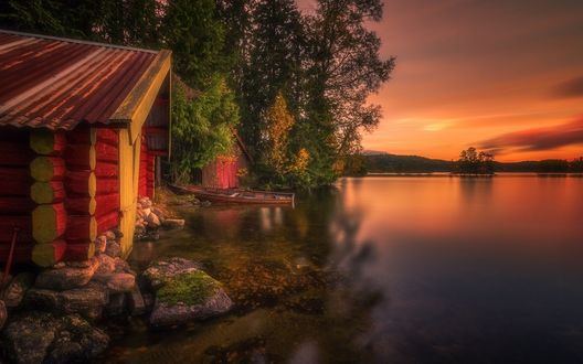 Обои Деревянный дом на берегу озера, закат