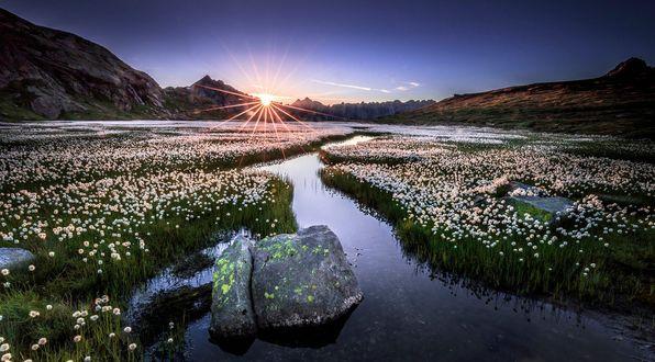 Обои Волшебный восход солнца в швейцарских Альпах, Switzerland / Швейцария, фотограф Frederic Huber