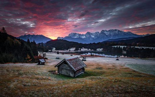 Обои Небольшая деревня в горной долине, фотограф Frederic Huber