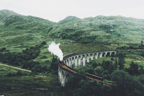 Обои Хогвартс-экспресс мчится по железной дороге, фотограф Daniel Casson