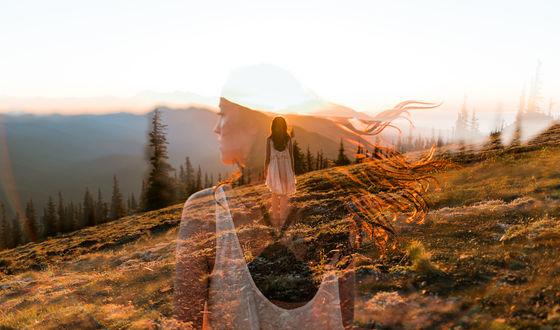 Обои Девушка с развевающимися волосами на фоне природы, Isaac Gautschi Photography