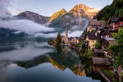 Обои Город на фоне горных вершин ранним утром, Austria, Alps, Lake Hallstatt, / Австрия, Гальштатское озеро, Альпы, фотограф Daniel F