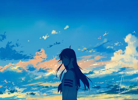 Обои Девушка в школьной форме на фоне облачного неба, by loundraw
