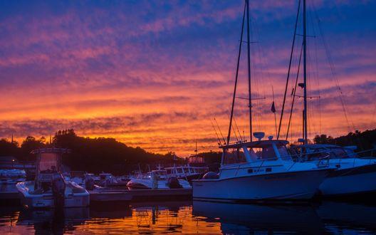 Обои Яхты в доке на фоне яркого закатного неба, фотограф Zane Muir