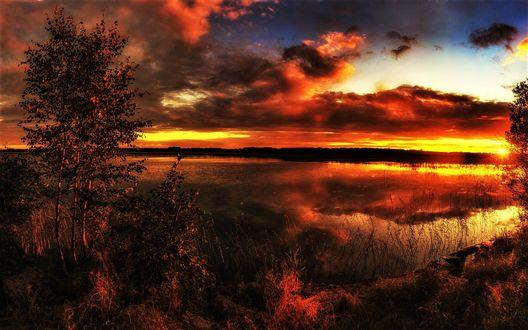 Обои Красивый закат над озером