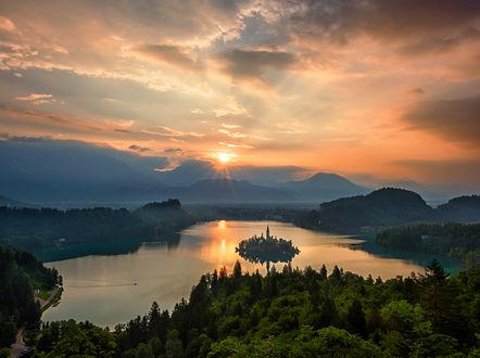 Обои Озеро Bled / Блед с живописным островком в Словении. Фотограф Svilen Simeonov
