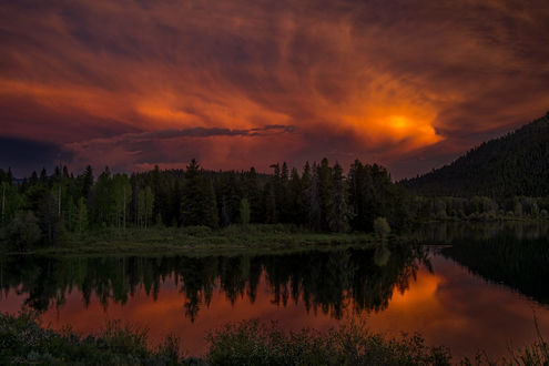 Обои Облачное розовое небо и его отражение в воде, Национальный парк США, Grand Teton / Гранд-Титон. фотограф Jon Albert