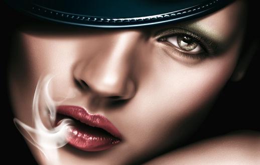 Обои Портрет Британской модели и актрисы Kate Moss / Кейт Мосс выпускающей дым изо рта