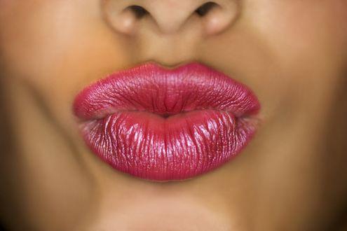 Обои Женские губы крупным планом