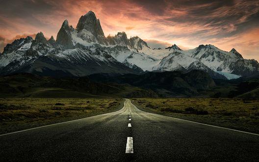 Обои Дорога ведущая к горе Fitzroy in Patagonia / Фицрой в Патагонии под вечерним небом, фотограф Jimmy Mcintyre