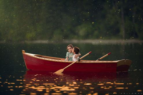 Обои Дети в лодке, фотограф Lisa Holloway