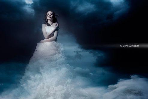 Обои Девушка в платье из облаков, фотограф Олександр Глива