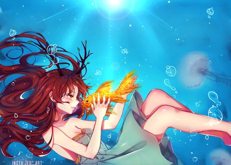 Обои для рабочего стола Рыжеволосая девушка с золотой рыбкой под водой на фоне медуз, by AoiKen (© Мася-тян),Добавлено: 27.07.2017 16:44:30
