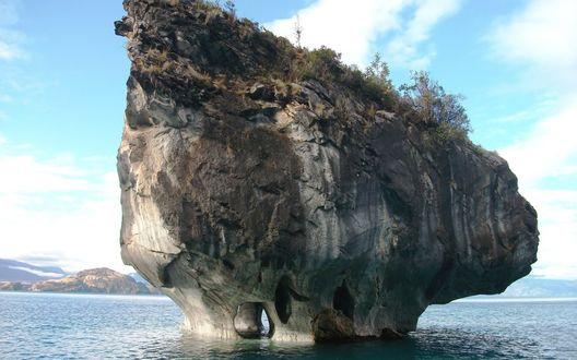 Обои Скала-остров в форме гриба у побережья Chile / Чили