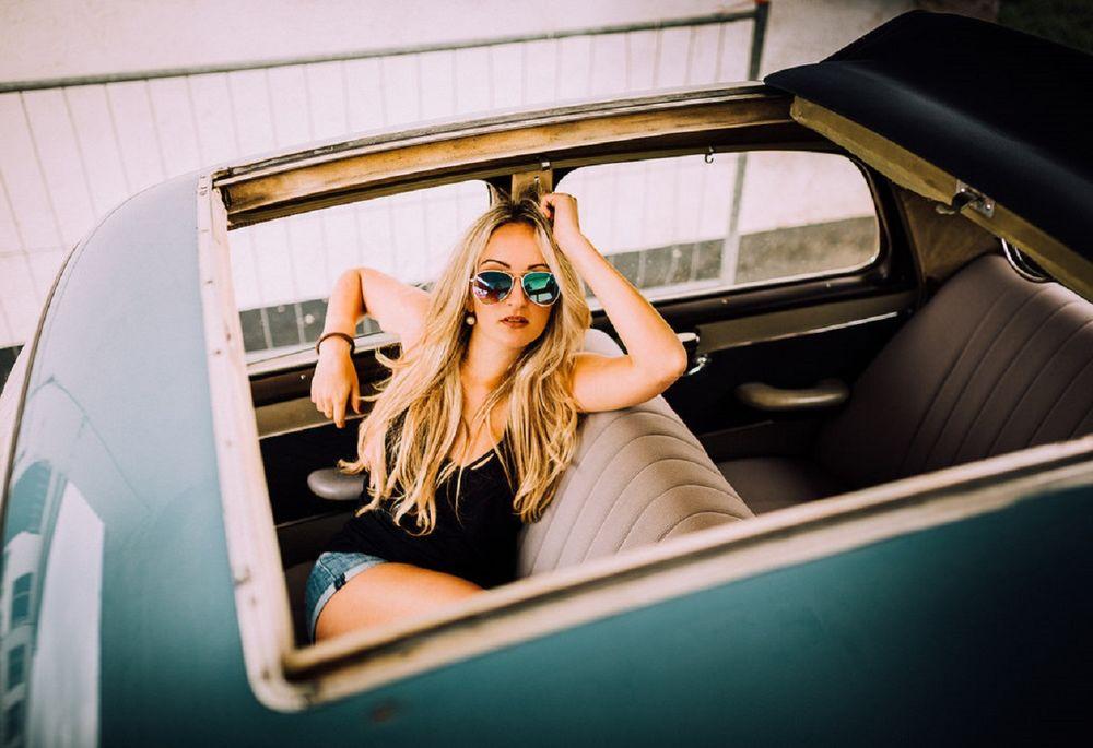 фото красивых девушек блондинок в авто видео