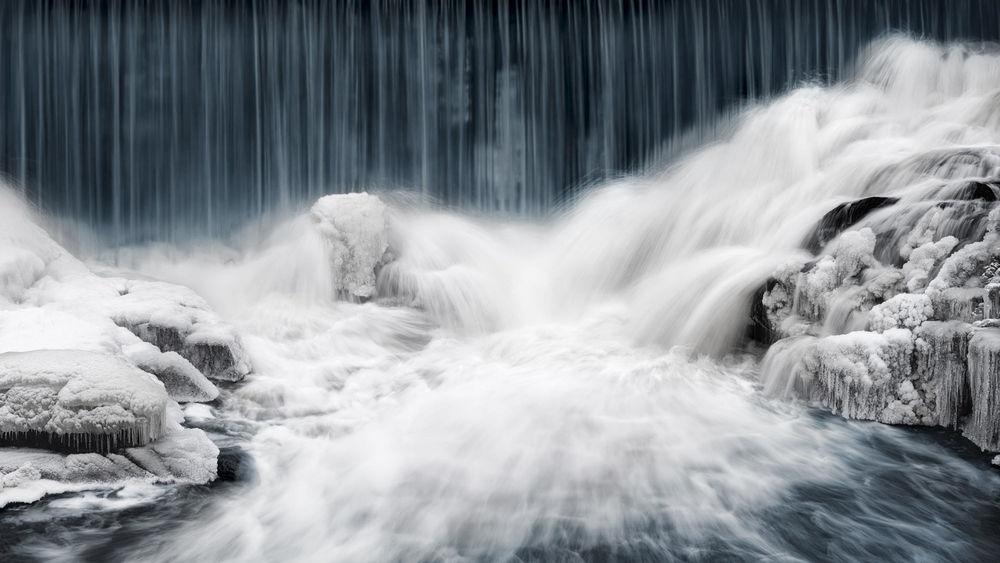 Обои для рабочего стола Небольшой водопад в Helsinki, Finland / Хельсинки, Финляндии, фотограф Keijo Savolainen