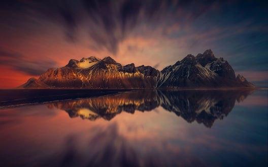 Обои Горы под облачным небом и их отражение на водной поверхности, фотограф hmetosche
