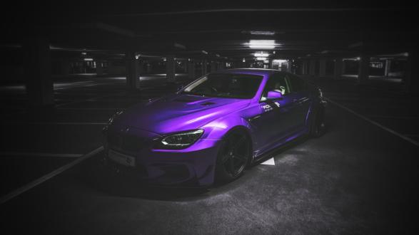 Обои Тюнингованный BMW на парковке в полумраке