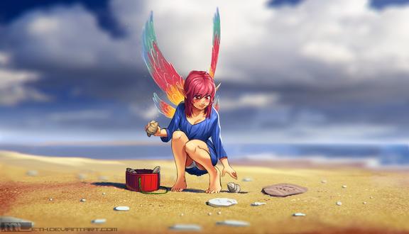 Обои Эльфийка с разноцветными крыльями на песке собирает ракушки на фоне моря и неба с облаками, by MLeth