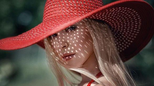 Обои Модель Вика в летней красной шляпе, фотограф Георгий Чернядьев