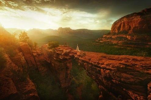 Обои Девушка в длинном платье стоит на фоне природы, Arizona / Аризона, фотограф TJ Drysdale