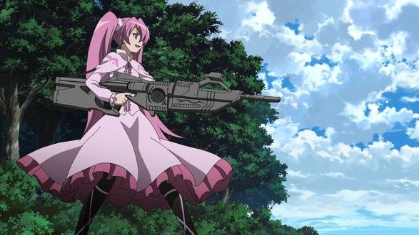 Обои Майн / Mine персонаж аниме Убийца Акамэ! / Akame ga Kill! стоит с оружием возле леса на фоне неба
