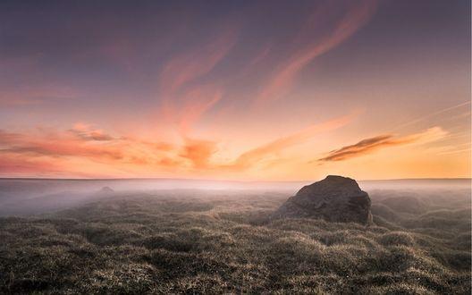 Обои Раннее утро, туман стелется по полю