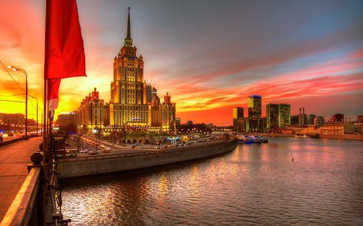 Обои Гостиница Рэдиссон Ройал на фоне заката, Москва, Россия
