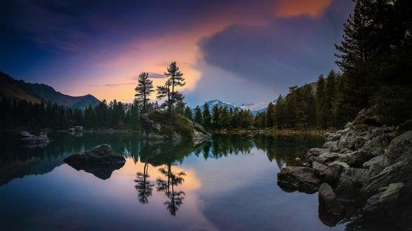 Обои Озеро в швейцарских Альпах, Pontresina, Граубюнден, Switzerland / Швейцария, фотограф Roland Albanese