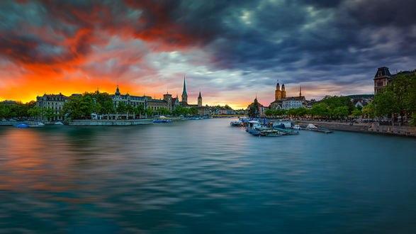 Обои Цюрих-город в Switzerland / Швейцарии на закате, фотограф Roland Albanese