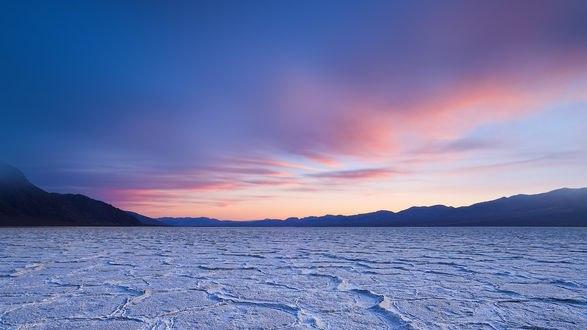 Обои Застывшее Мертвое море на рассвете
