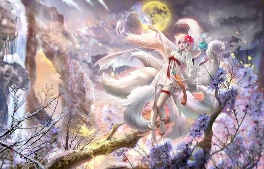 Обои Белая девятихвостая лисица творит магию, паря над ветвями деревьев, на фоне пасмурного неба в полнолуние, by Sangrde