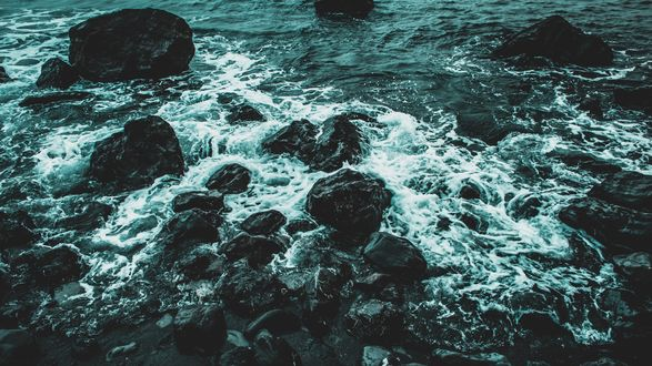 Обои Камни у берега моря, прибой