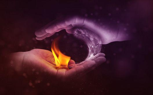 Обои Две руки - на одной горит огонь, на другой - льется вода